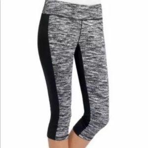 CAbi #758 Women's Medium Cropped Leggings